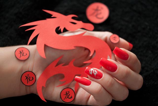 Как сделать наклейки на ногти своими руками