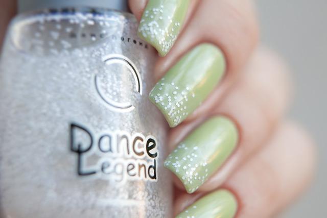 Essie Navigate Her Dance Legend Domino White