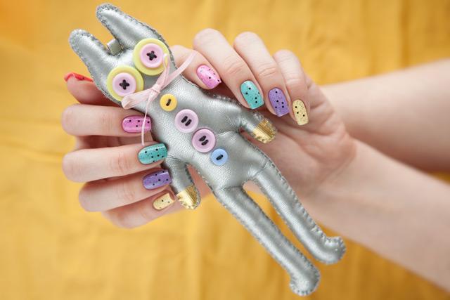 multicolored_manicure_1