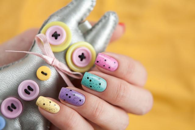 multicolored_manicure_15