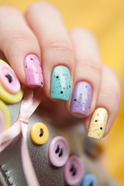multicolored_manicure_16