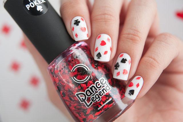 Масти карт на ногтях
