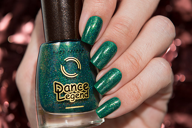 05 Head to Mistletoe | Dance Legend Poinsettia collection