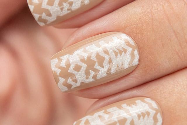 Stamping White/Green | Bow Nail Polish